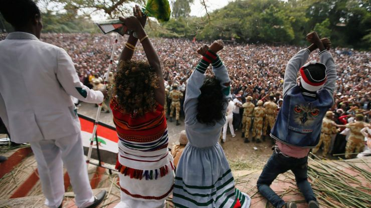 protesters-at-a-religious-festival-in-ethiopia-on-oct-2-e1476099943387